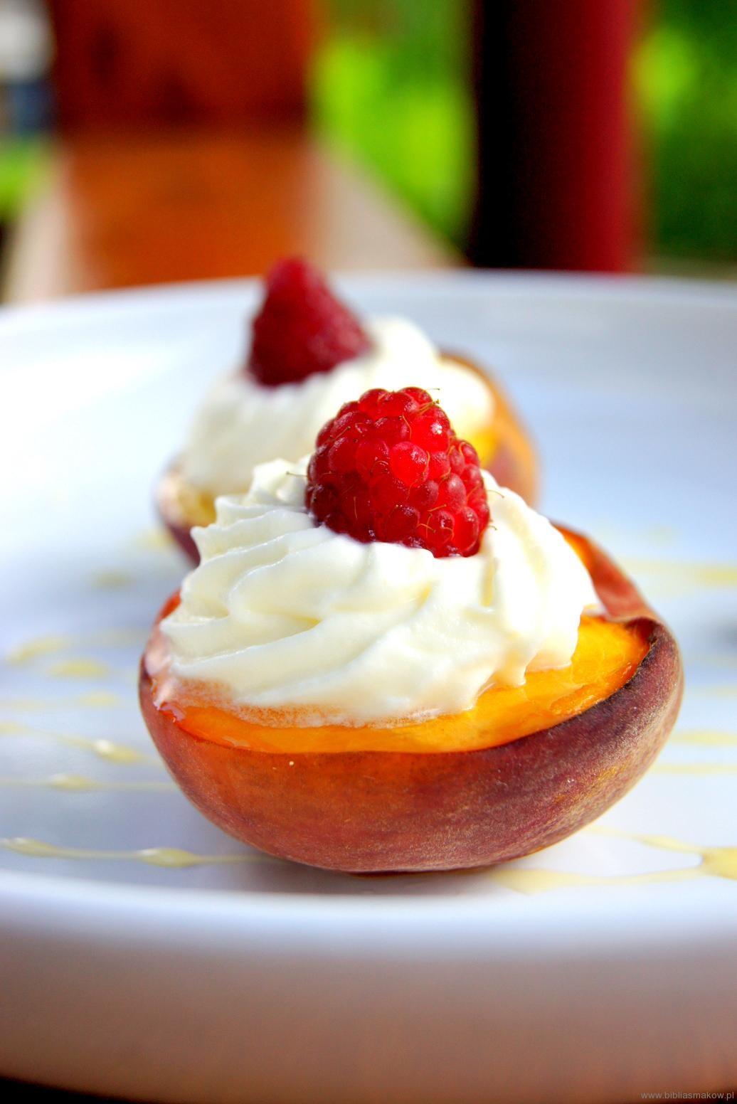 Pieczone brzoskwinie